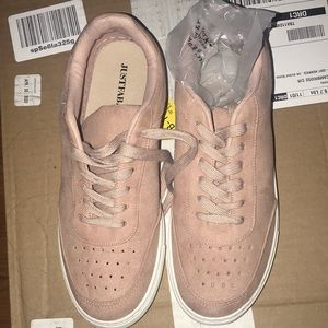 NWT! Just Fab sneakers